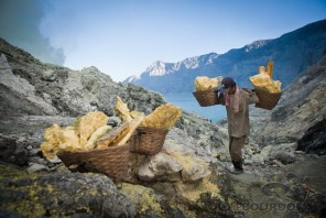 Photo from SULFUR MINERS OF IJEN | Copyright Tom Bourdon Photography | Documentary Travel Photography